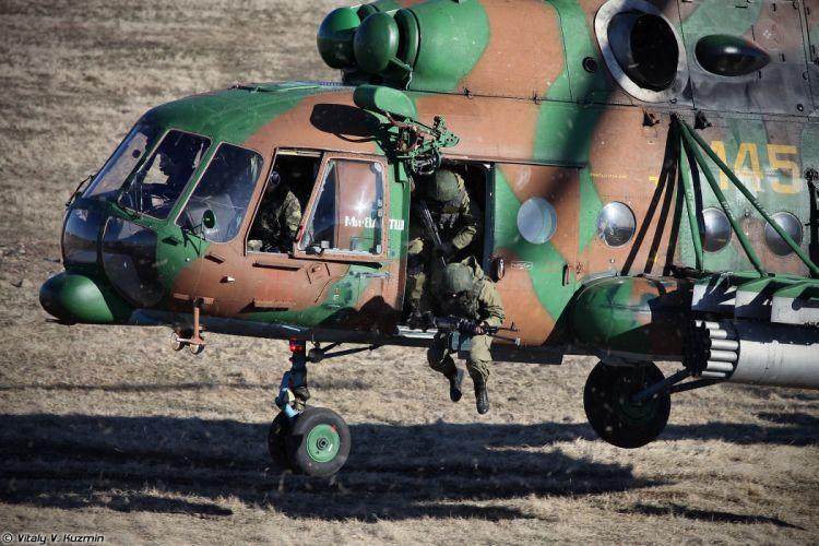 Landing of assault group from Mi-8AMTSh wallpaper