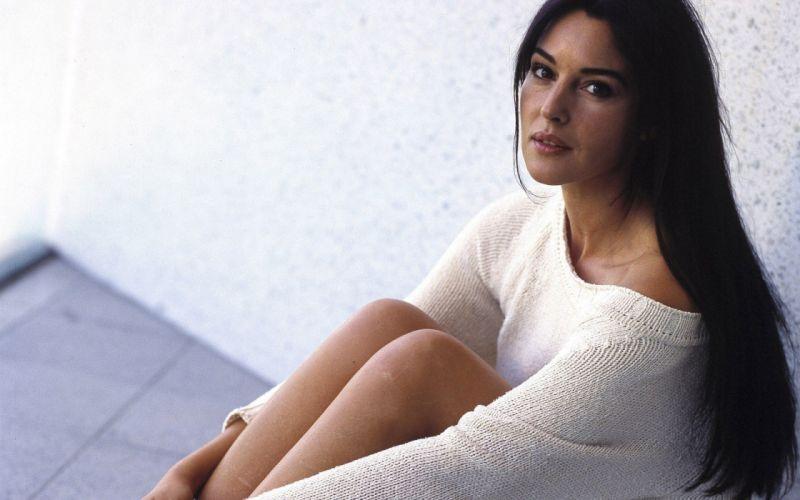 women Monica Bellucci dressed wallpaper