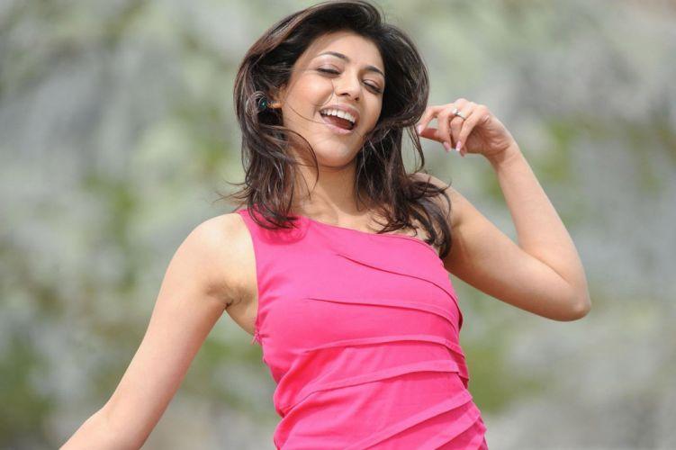 KAJAL AGARWAL indian actress bollywood model babe (2) wallpaper
