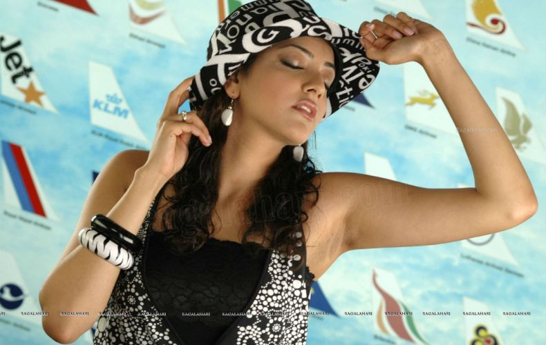 KAJAL AGARWAL indian actress bollywood model babe (60) wallpaper