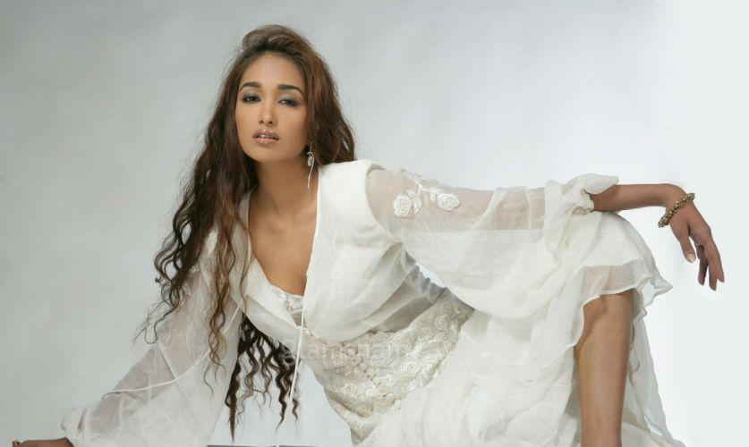 JIAH KHAN indian actress bollywood model babe (19) wallpaper
