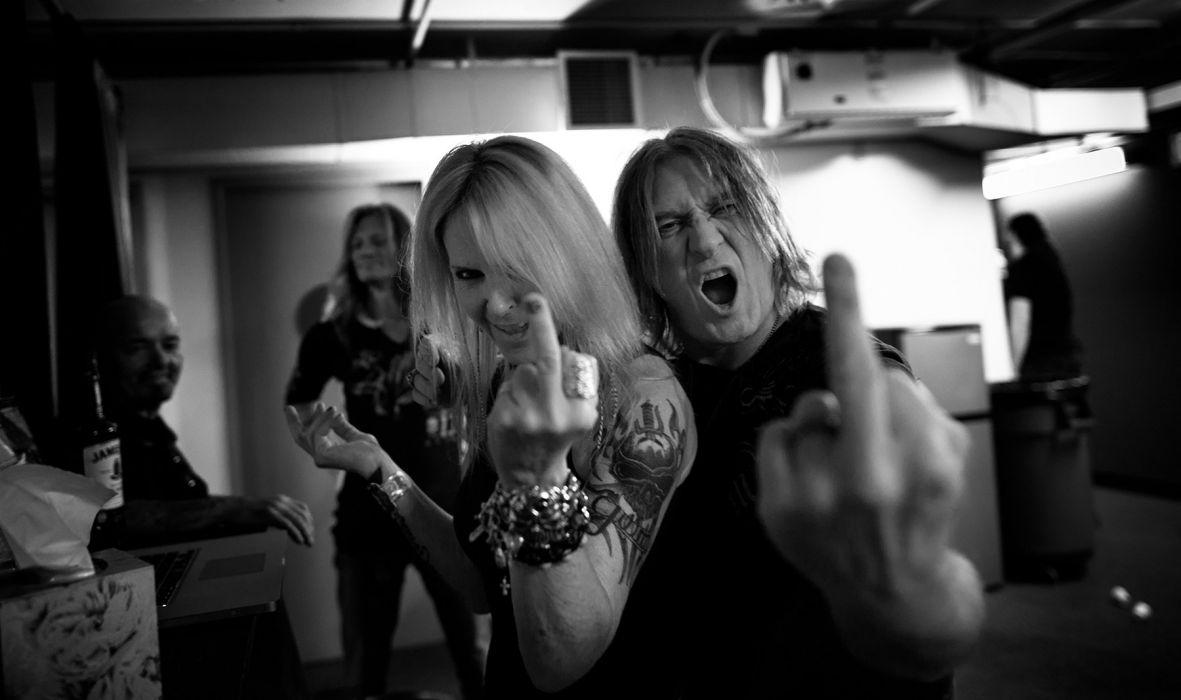 LITA FORD heavy metal hard rock babe def leppard sadic fuck finger attitude wallpaper