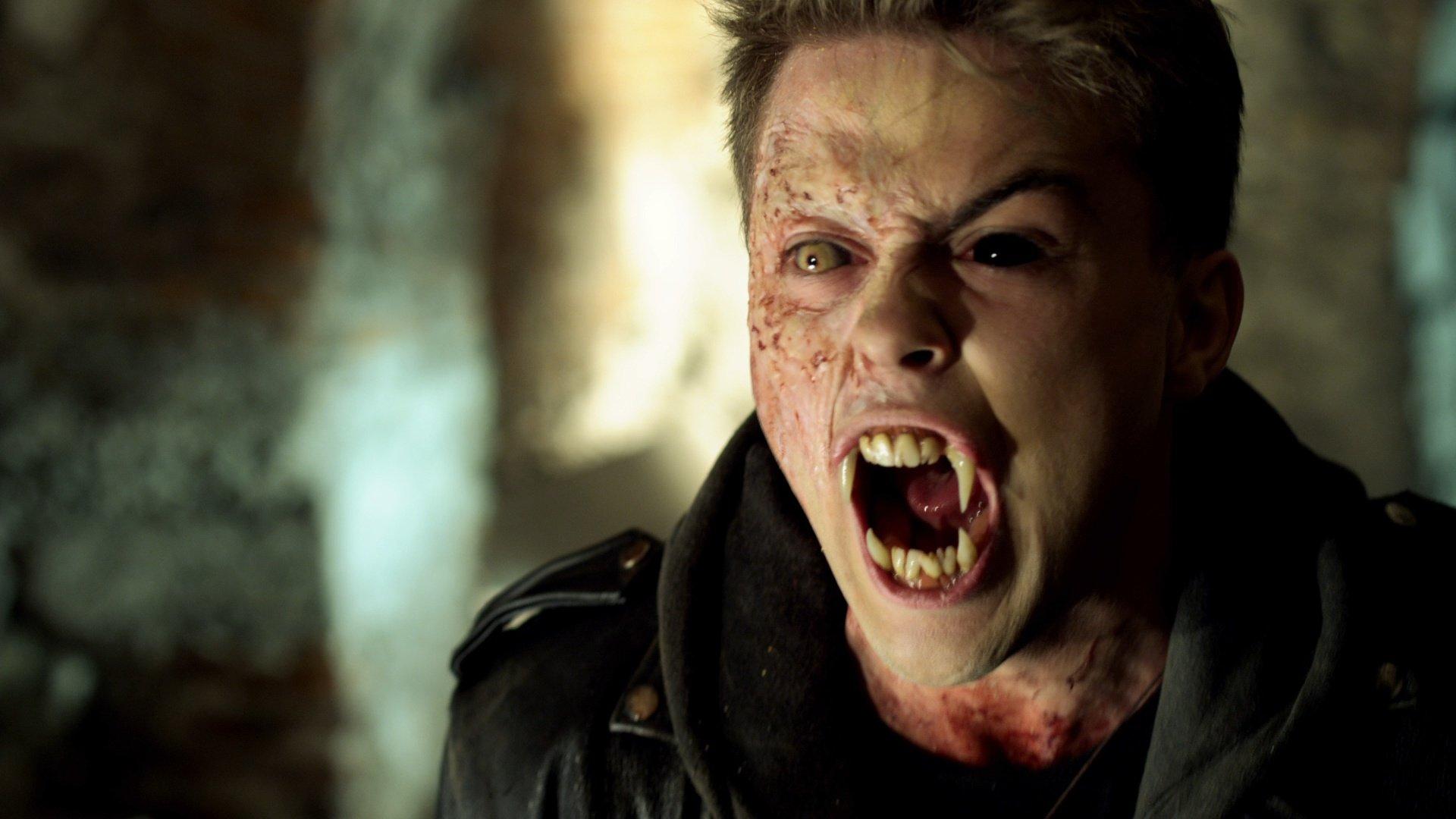 FRIGHT NIGHT comedy horror dark movie film vampire ...