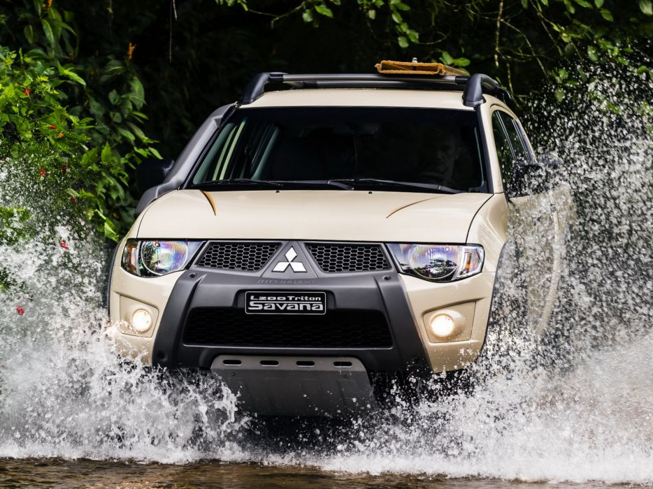 2014 Mitsubishi L200 Triton Savana pickup   f wallpaper