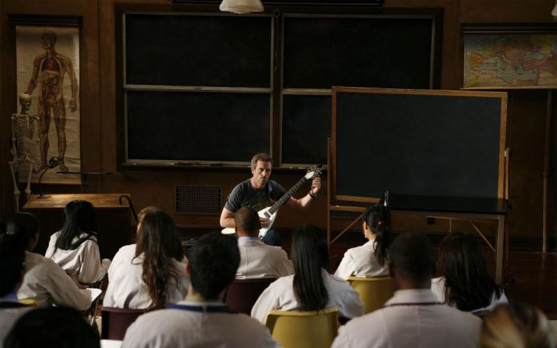 Hugh Laurie Gregory House chalkboards students House M_D_ wallpaper