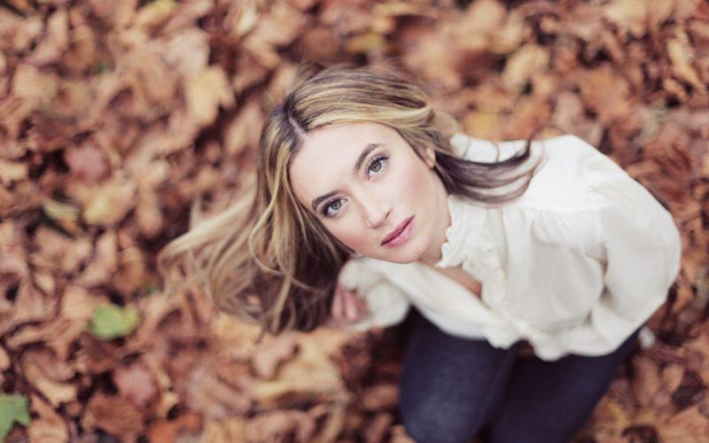 blondes women autumn leaves faces wallpaper