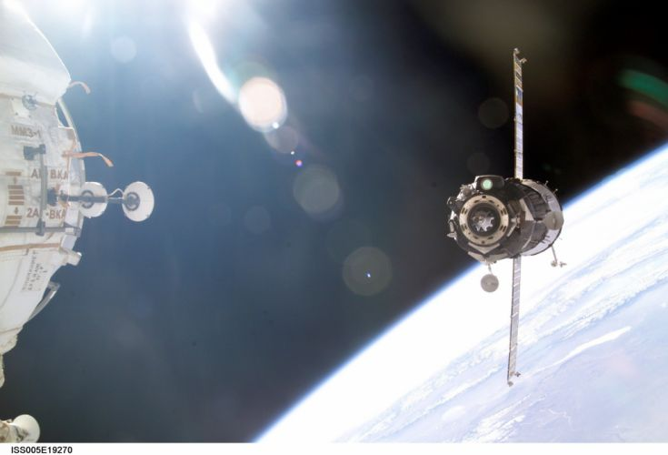 docking with the ISS space land nasa space spaeship wallpaper