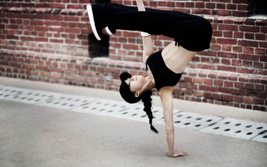 girl sports bi-girls breakdance asian dance hip hop wallpaper