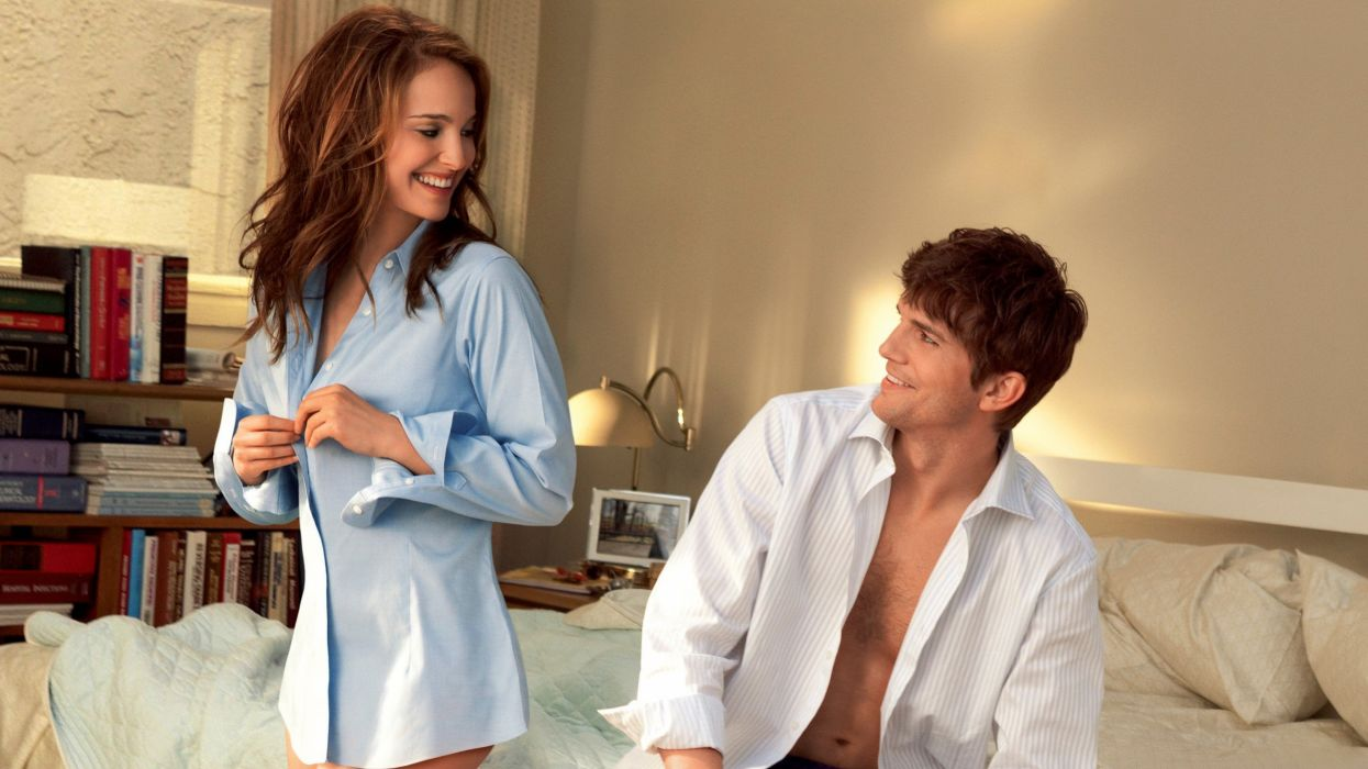 Natalie Portman Ashton Kutcher No Strings Attached wallpaper