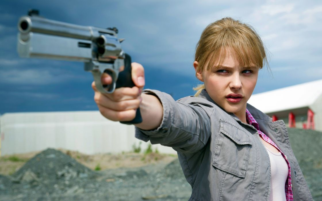 Chloe Moretz kick ass movie heroe action blonde pistol wallpaper
