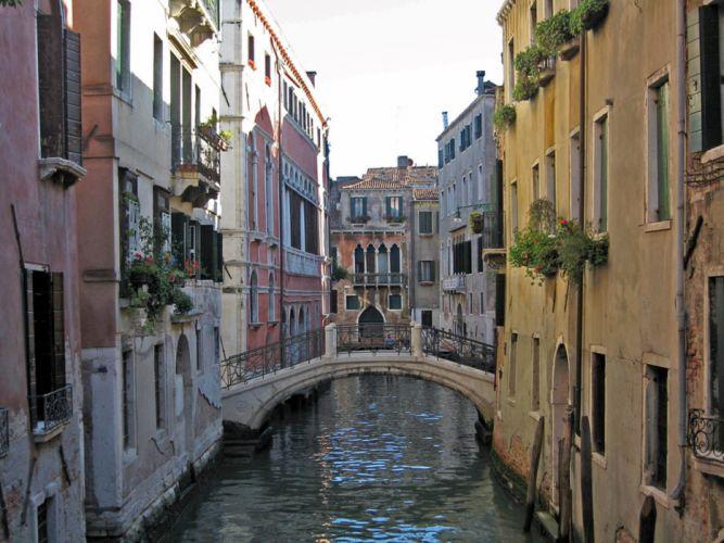 city europe watercourse wallpaper