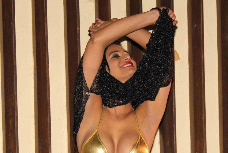 POONAM PANDEY bollywood actress model babe (12) wallpaper