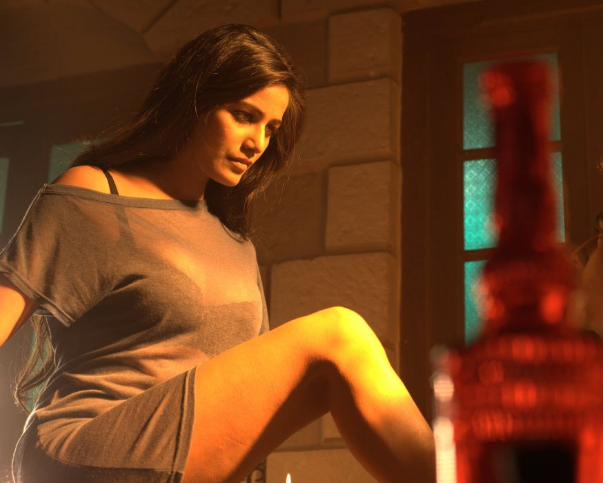 POONAM PANDEY bollywood actress model babe (21) wallpaper
