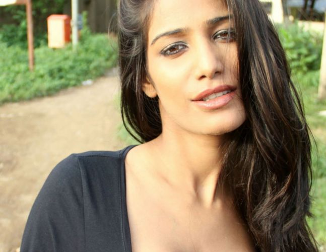 POONAM PANDEY bollywood actress model babe (50) wallpaper