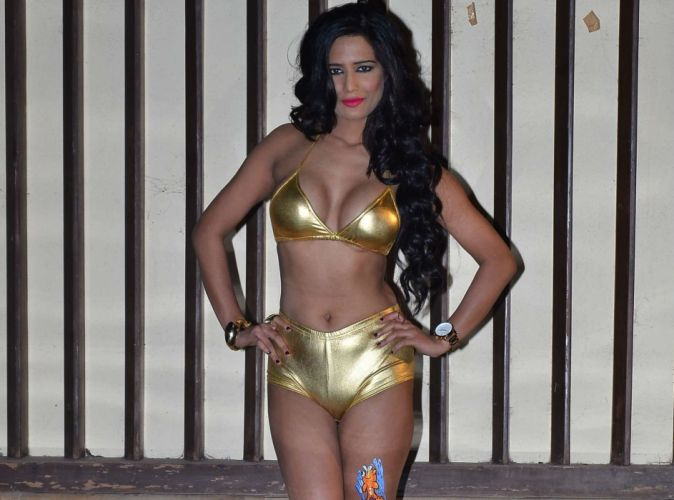 POONAM PANDEY bollywood actress model babe (83) wallpaper