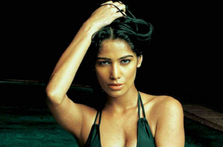 POONAM PANDEY bollywood actress model babe (77) wallpaper