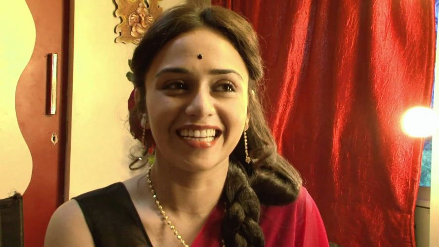 AMRUTA KHANVILKAR bollywood actress model babe (6) wallpaper