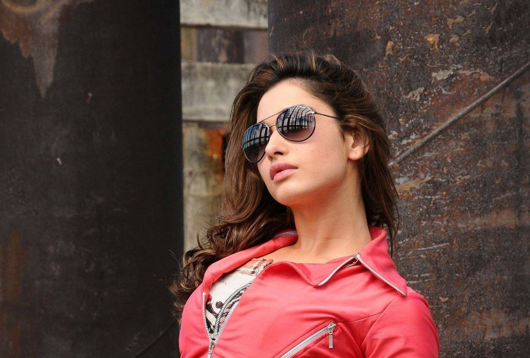 TAMANNA BHATIA bollywood actress model babe (37) wallpaper