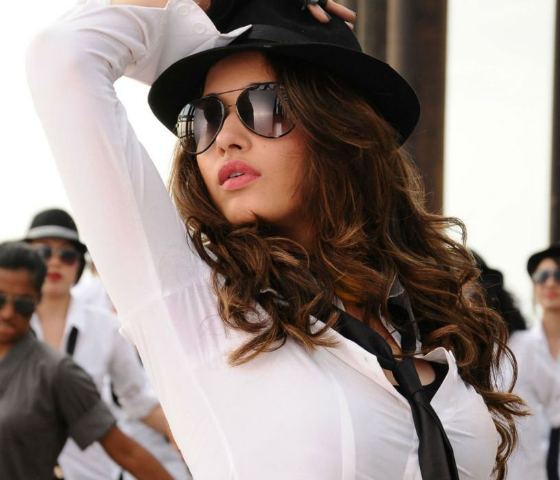 TAMANNA BHATIA bollywood actress model babe (49) wallpaper