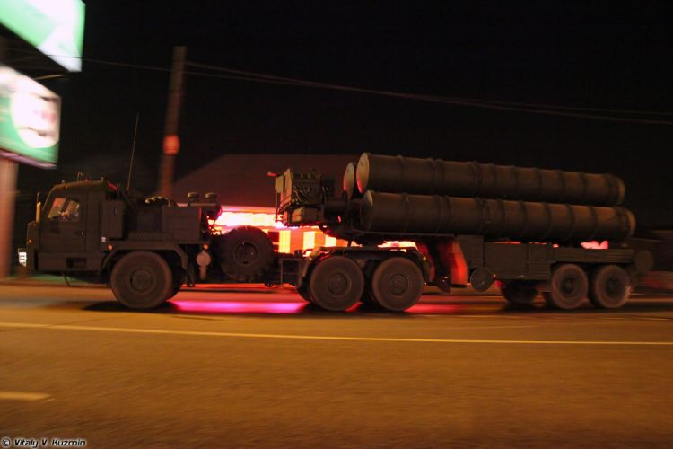 Parade vehicles march from Alabino to Moscow night Russia russian military army 5P85T2 TEL for S-400 missile system 2 4000x2667 wallpaper