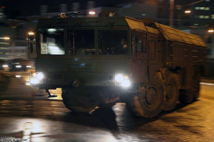 Parade vehicles march from Alabino to Moscow night Russia russian military army 9P78-1 TEL for Iskander-M system 4000x2667 wallpaper
