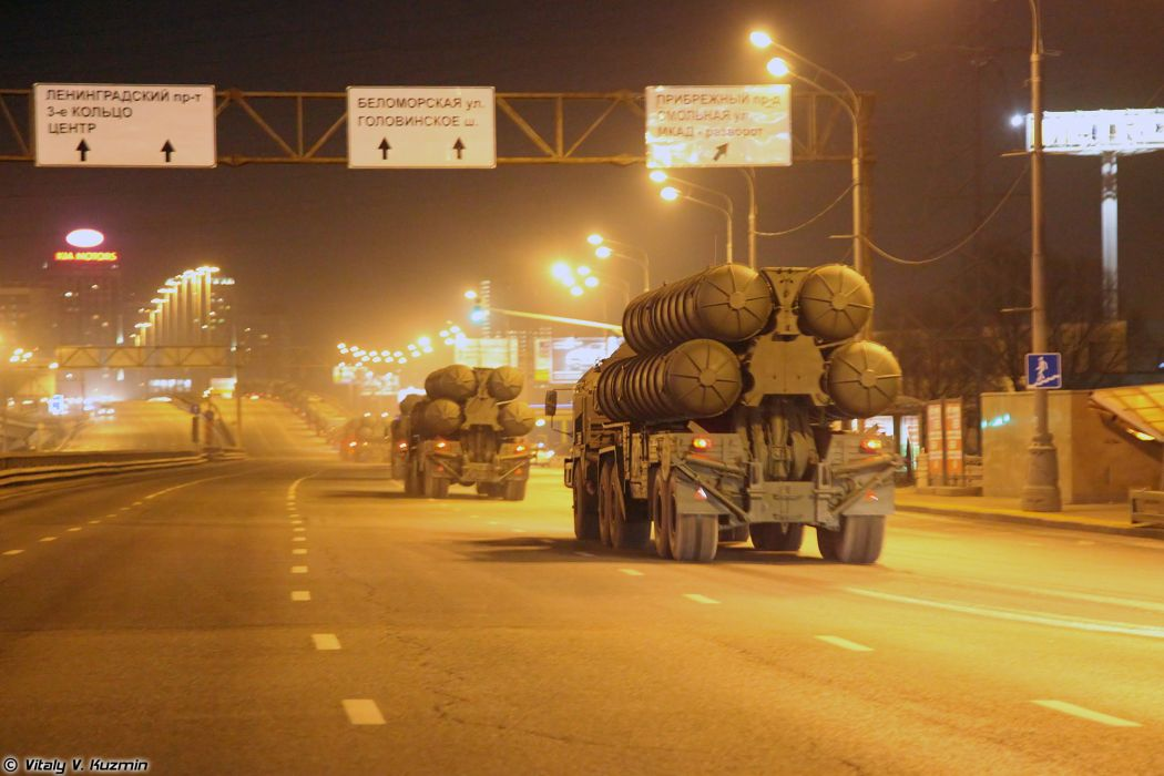 Parade vehicles march from Alabino to Moscow night Russia russian military army 5P85T2 TEL for S-400 missile system 4000x2667 wallpaper
