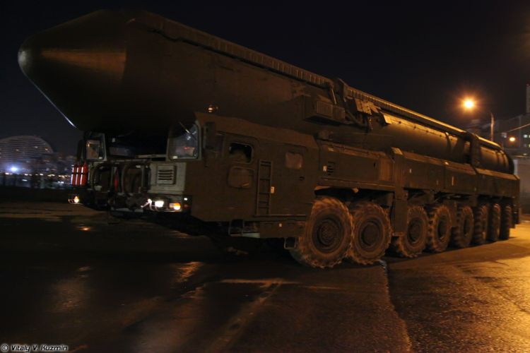 Parade vehicles march from Alabino to Moscow night Russia russian military army Yars missile system TEL 2 4000x2667 wallpaper