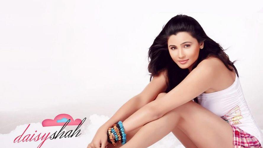 DAISY SHAH bollywood actress model babe (6) wallpaper