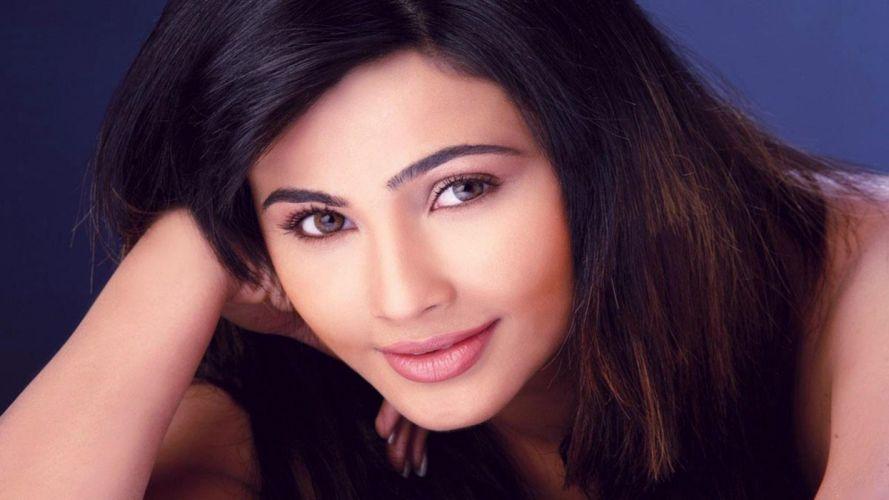 DAISY SHAH bollywood actress model babe (4) wallpaper