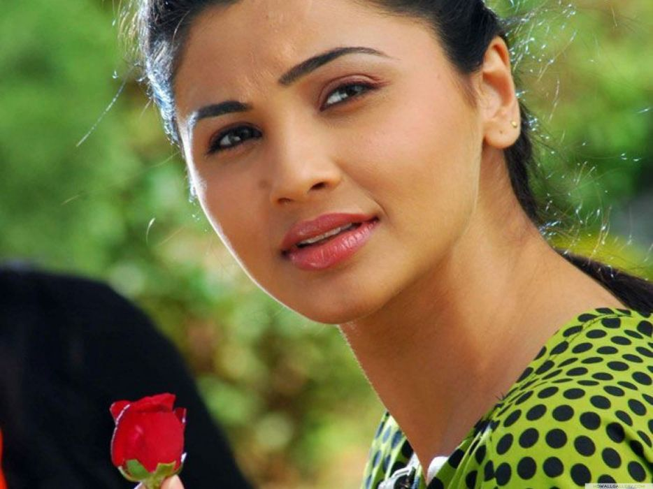 DAISY SHAH bollywood actress model babe (36) wallpaper