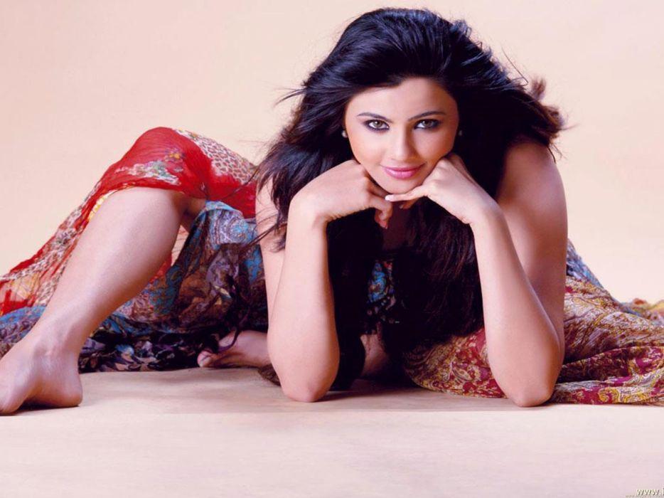 DAISY SHAH bollywood actress model babe (33) wallpaper