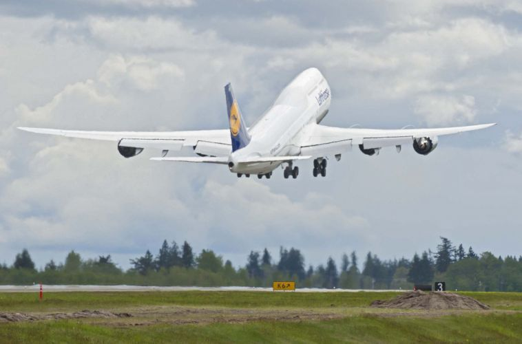 BOEING 747 airliner aircraft plane airplane boeing-747 transport (24) wallpaper