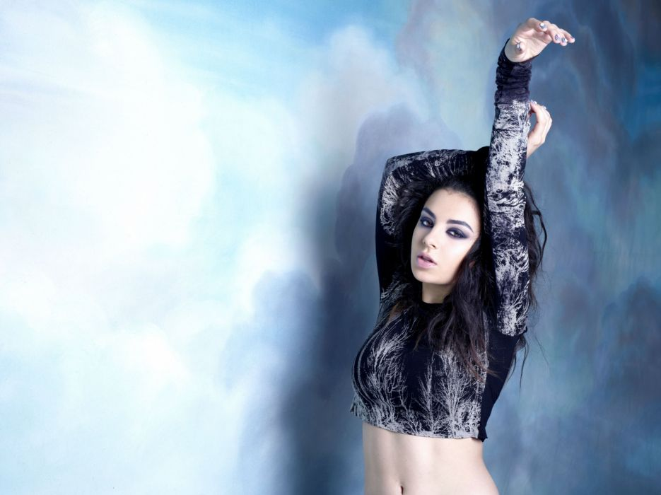 CHARLI XCX synthpop indietronica darkwave house pop indie electronica (39) wallpaper