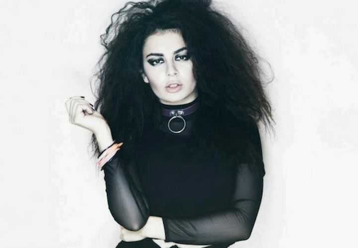 CHARLI XCX synthpop indietronica darkwave house pop indie electronica (33) wallpaper