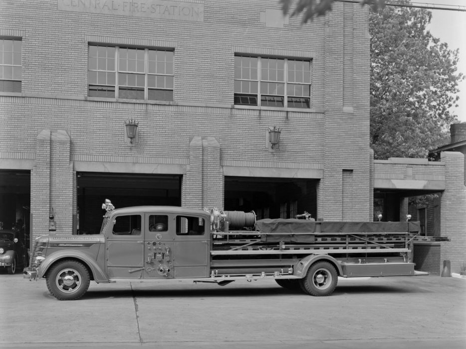 1941 International D-Series Firetruck emergency semi tractor retro     f wallpaper