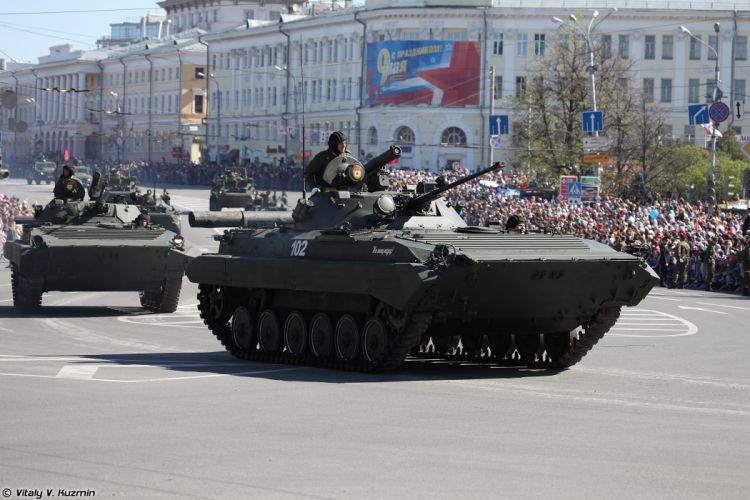 2014 Victory Day Parade-in-Nizhny-Novgorod Russia Military Russian Army Red-Star armored BMP-2 IFV 3 4000x2667 wallpaper