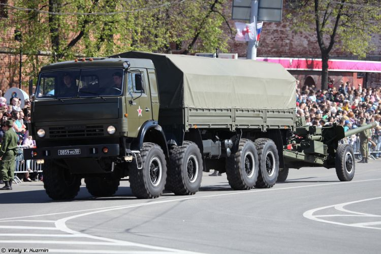 2014 Victory Day Parade-in-Nizhny-Novgorod Russia Military Russian Army Red-Star truck KAMAZ-6350 with 100mm gun MT-12R 4000x2667 wallpaper