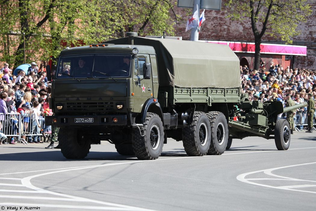 2014 Victory Day Parade-in-Nizhny-Novgorod Russia Military Russian Army Red-Star truck KAMAZ-43114 with 100mm gun MT-12R 4000x2667 wallpaper