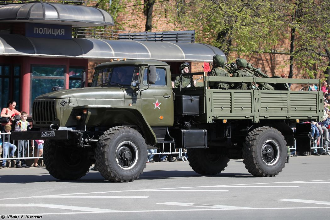 2014 Victory Day Parade-in-Nizhny-Novgorod Russia Military Russian Army Red-Star truck Ural-43206 with 120mm 2B11 mortar 2 4000x2667 wallpaper