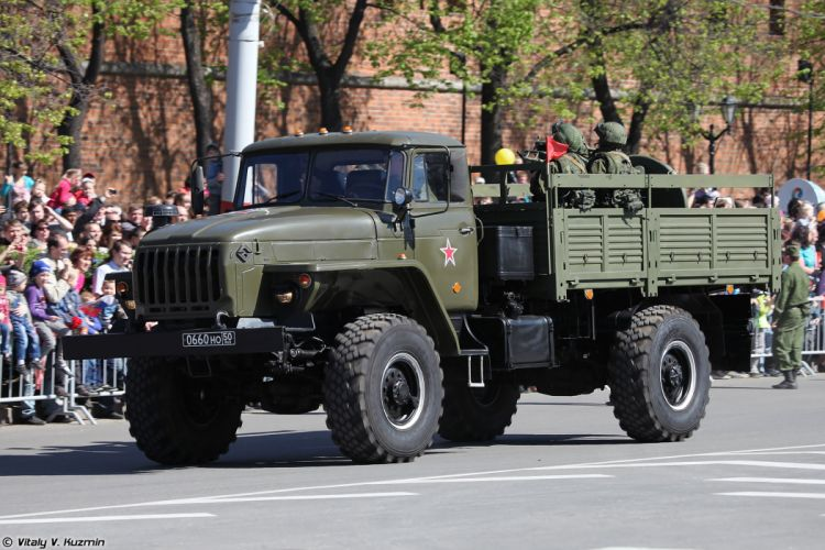 2014 Victory Day Parade-in-Nizhny-Novgorod Russia Military Russian Army Red-Star truck Ural-43206 with 120mm 2B11 mortar 4000x2667 wallpaper