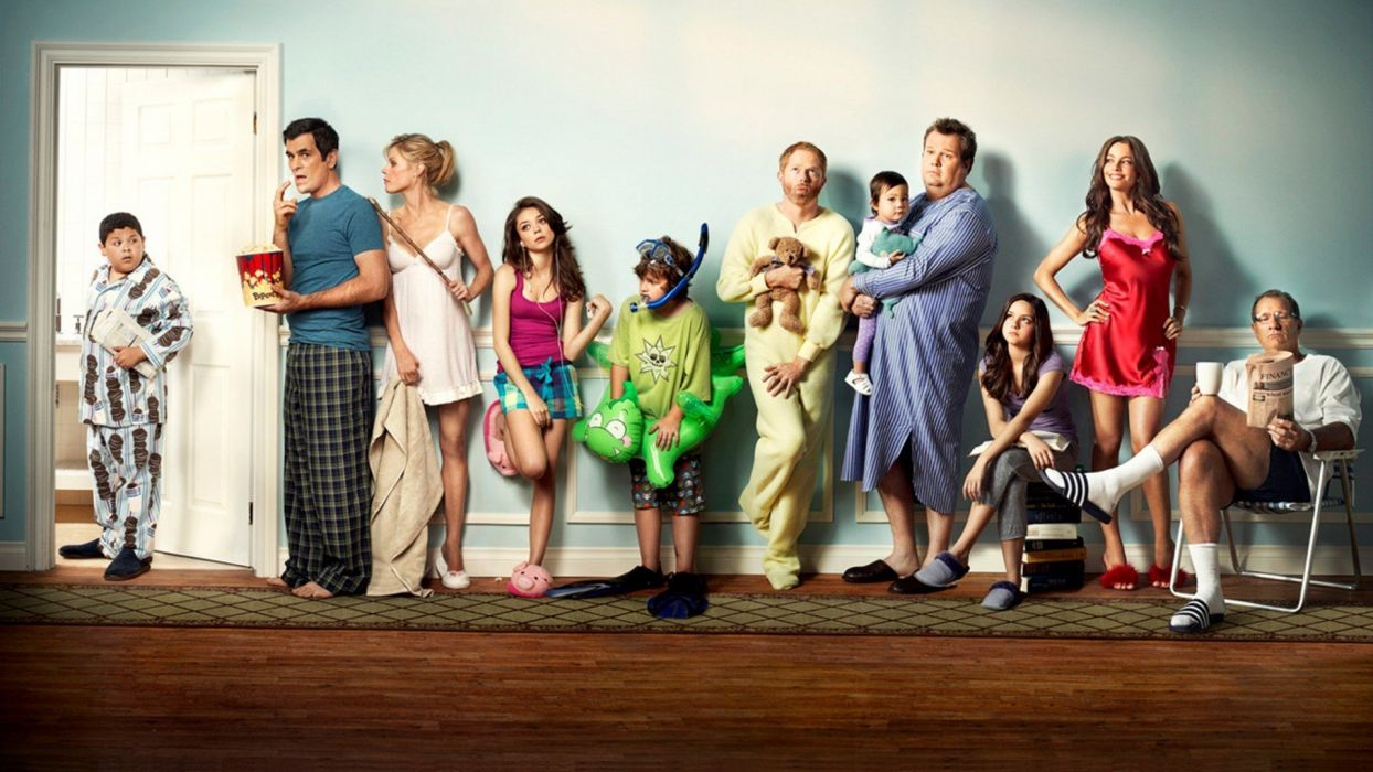 MODERN FAMILY sitcom comedy series (8) wallpaper