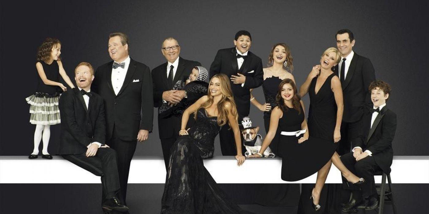 MODERN FAMILY sitcom comedy series (22) wallpaper