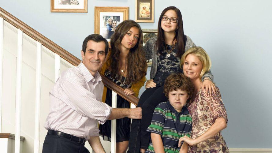 MODERN FAMILY sitcom comedy series (48) wallpaper