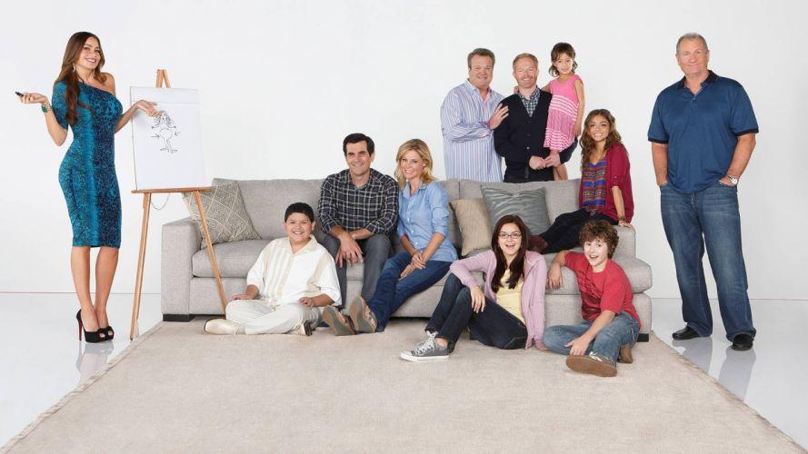 MODERN FAMILY sitcom comedy series (49) wallpaper