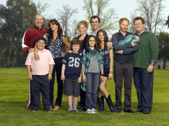 MODERN FAMILY sitcom comedy series (52) wallpaper