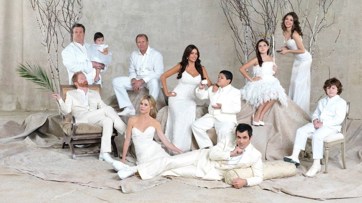 MODERN FAMILY sitcom comedy series (51) wallpaper