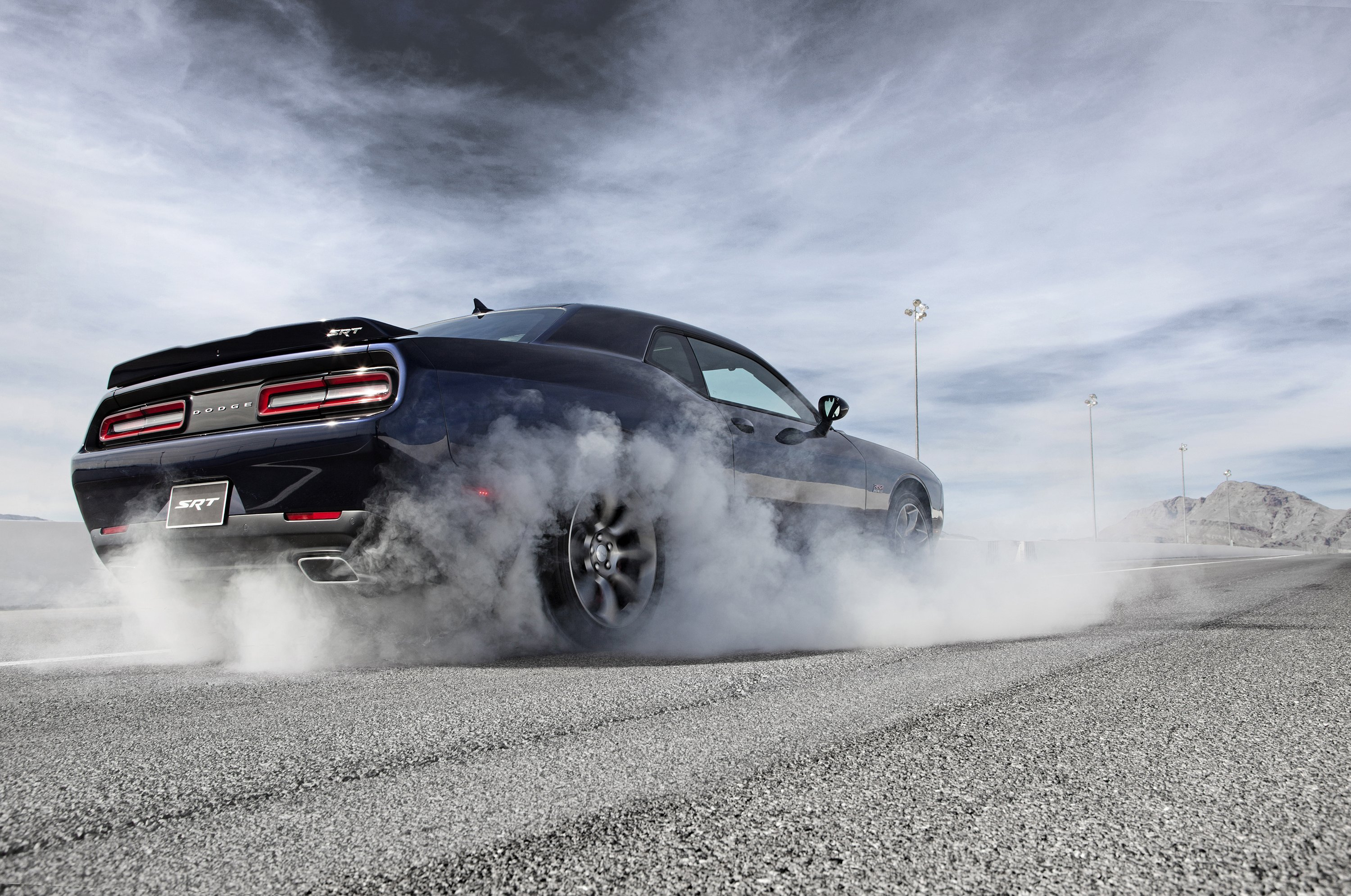 Dodge Challenger SRT Hellcat Wallpaper