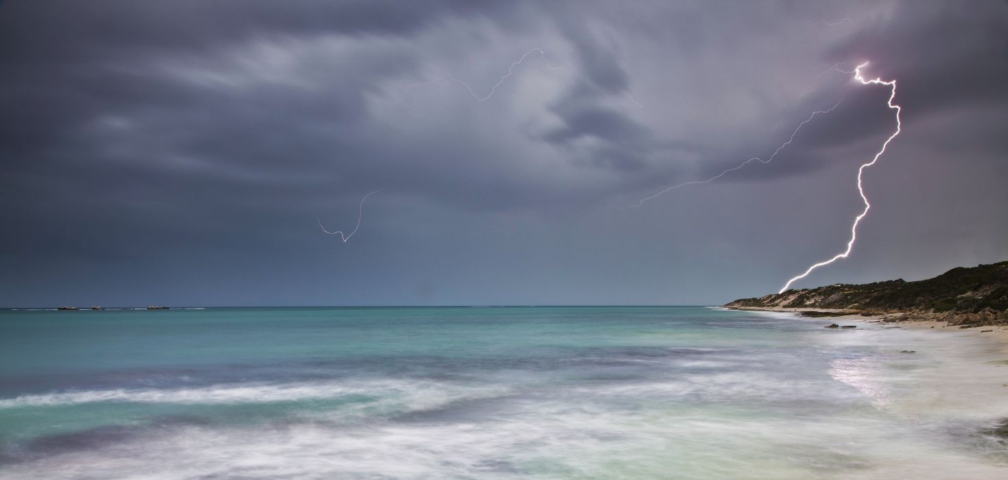sea sky clouds lightning ocean storm rain wallpaper