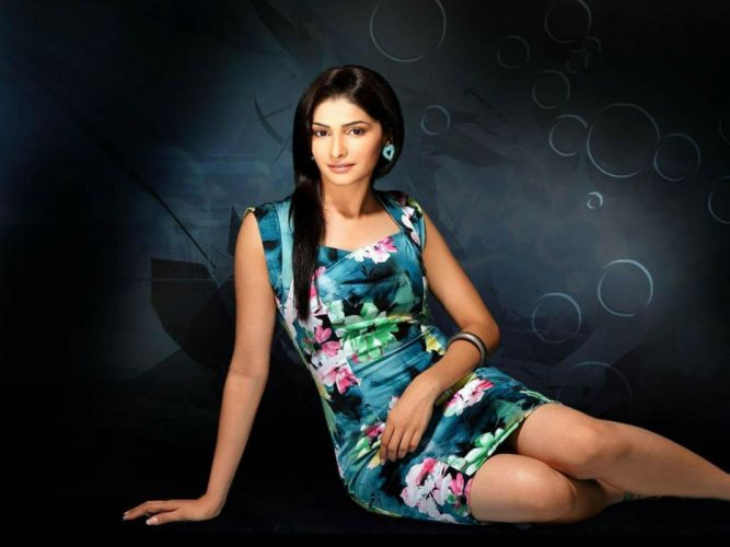 PRACHI DESAI bollywood actress model babe (6) wallpaper