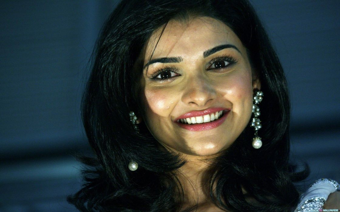PRACHI DESAI bollywood actress model babe (19) wallpaper